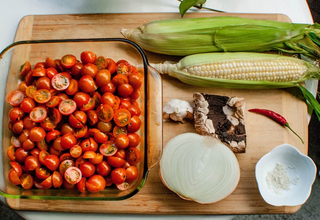 Cherry tomatoes, corn, garlic, onion, mushroom, pepper and sea salt